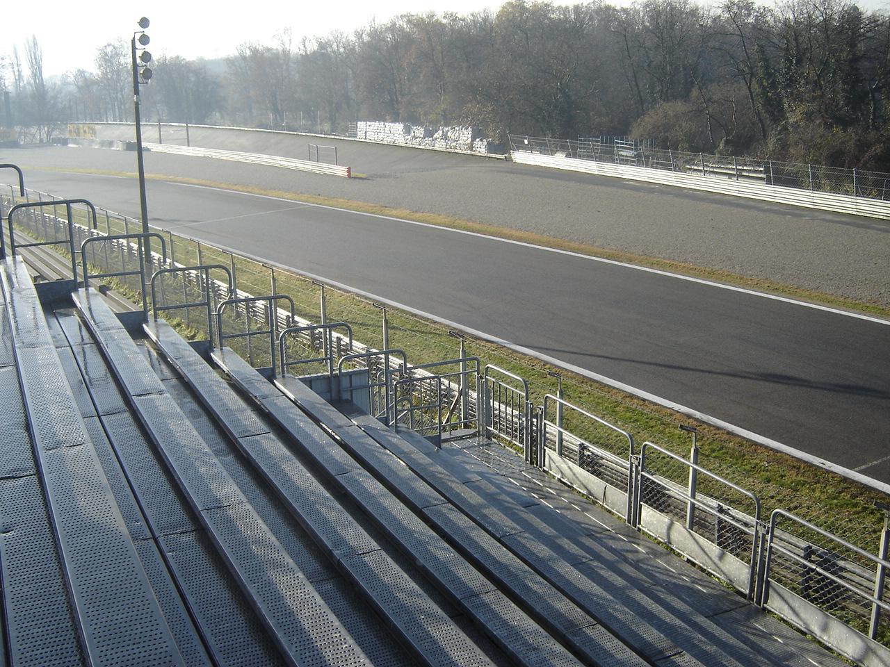 Circuito Monza : Curva parabolica del circuito di milano milano monza fotografia